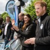 http://www.celebdirtylaundry.com/2017/kate-middleton-amused-london-marathoners-squirt-prince-william-with-water/