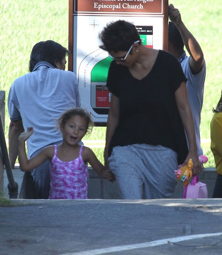 Semi-Exclusive... Halle Berry Picking Up Nahla From School