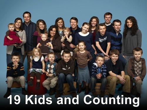 "19 Kids and Counting RECAP 4/22/14: Season 8 Episode 4 ""Graduation & a Surprise"""