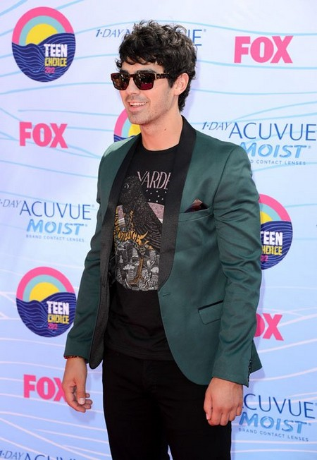 2012-Teen-Choice-Awards-joe-jonas