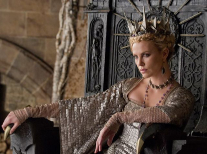 New 'Snow White and the Huntsman' Pic Revealed: Charlize Theron Is Workin' That Crown!