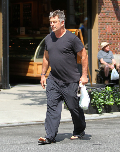 Alec Baldwin Gets In Street Brawl With NYC Paparazzo Just Trying To Do His Job!