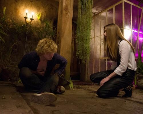 "American Horror Story RECAP 11/20/13: Season 3 Episode 7 ""The Dead"""