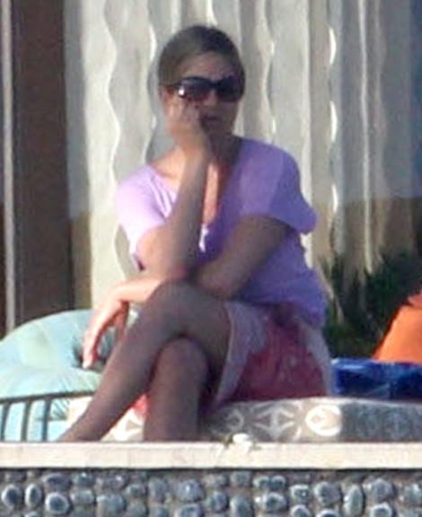 Jennifer Aniston Furious Over Angelina Jolie, Brad Pitt Married Rumors? (Photos) 0103