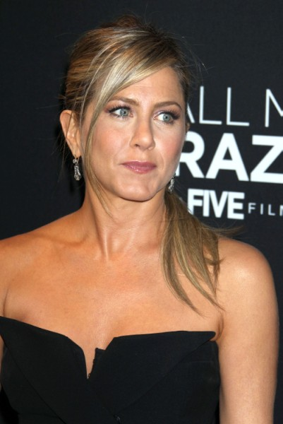 Jennifer Aniston Cried When She Found Out About Angelina Jolie's Double Mastectomy 0522