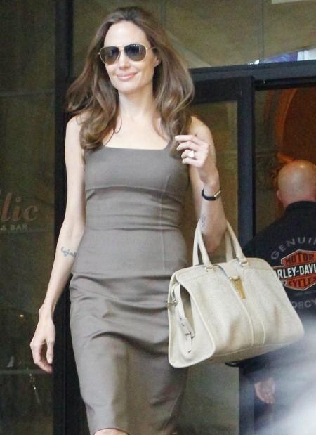 Angelina Jolie Slams Jennifer Aniston, Says Marriage To Justin Theroux Won't Last! 0906