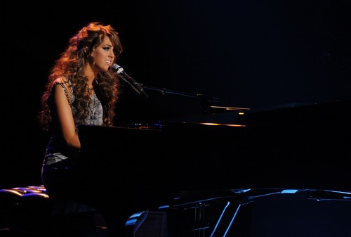 """Angie Miller American Idol """"Cry Me A River"""" Video 4/24/13"""