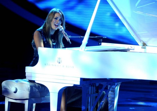 """Angie Miller American Idol """"Someone To Watch Over Me"""" Video 5/1/13"""