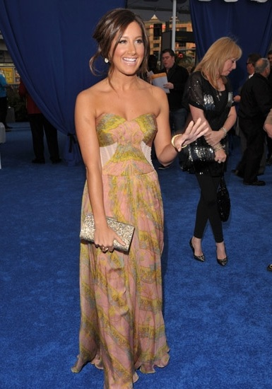 Ashley Tisdale Arriving at the 2011 People's Choice Awards
