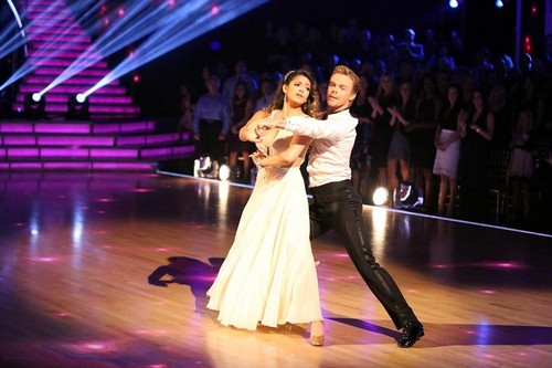Photos Dwts Partners Dating Pairs Who Had Amazing: Bethany Mota & Derek Hough Dancing With The Stars Samba
