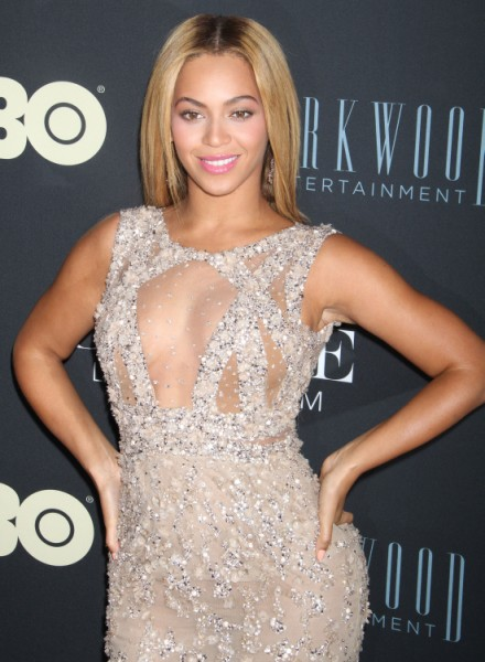 Beyonce's Nipples Center Stage At Concert - 'Modern-Day Feminist' Hypocrite? 0416