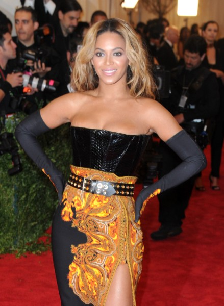 "Beyonce NOT Pregnant She Says – Calls Fans ""Low Life People"" And Laughs At Them"