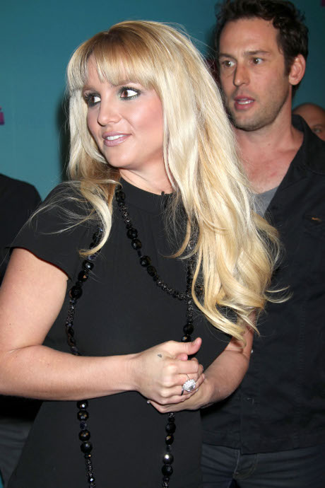 "Britney Spears Will Be Fired From ""X Factor"": Pop Star Didn't Impress Simon Cowell!"