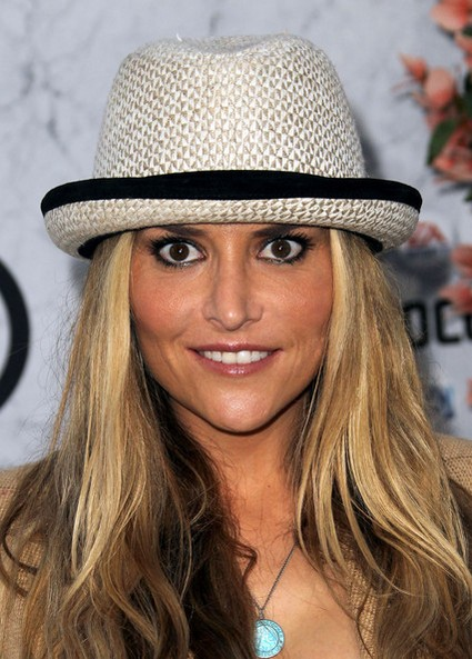 Brooke Mueller Faking Her Way Through Rehab