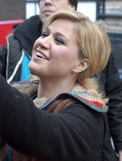 Kelly Clarkson Is Loved In London