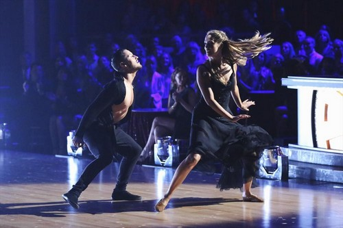 Elizabeth Berkley Dancing With the Stars Samba Video 9/23/13
