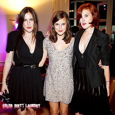 Demi Moore's Daughters Kick Ashton Kutcher To The Curb