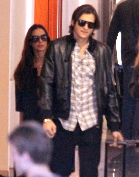 Demi Moore Delayed Divorce To Ashton Kutcher Because Of Money, Not Love 1223
