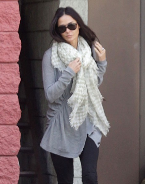 Demi Moore, Ashton Kutcher Divorce Going To Trial, Demi's Tired Of Ashton Using Her! 0306