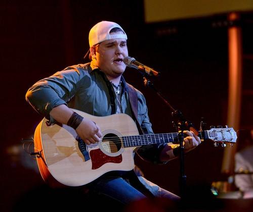 "Dexter Roberts American Idol ""Sweet Home Alabama"" Video 3/12/14 #IdolTop11"