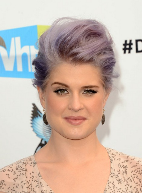 Kelly Osbourne Kicks the Paparazzi to Prevent Upskirt Photos!