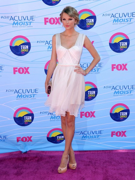 Celebrity Arrivals At The Teen Choice Awards 2012
