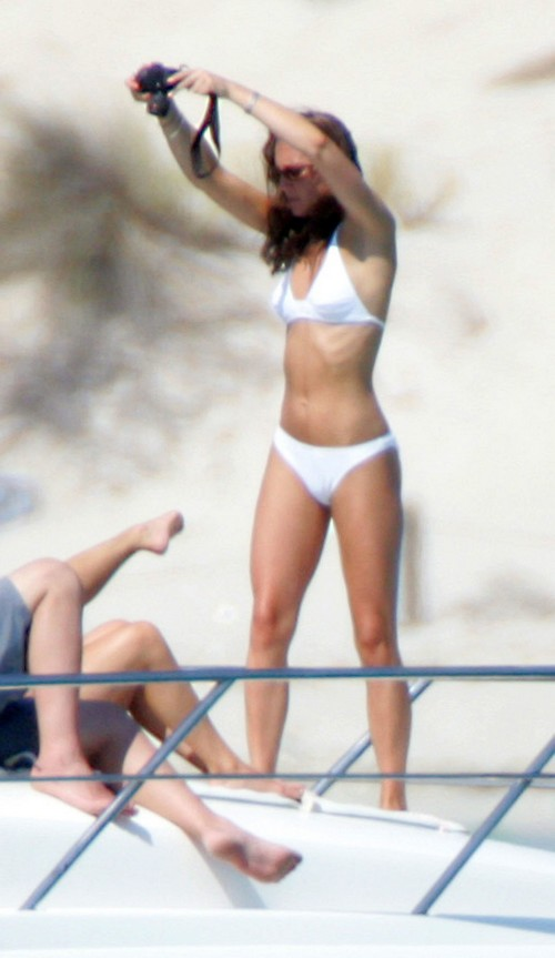 Kate Middleton Secret French Vacation: Will Duchess of Cambridge Be Caught Nude Sunbathing Again?