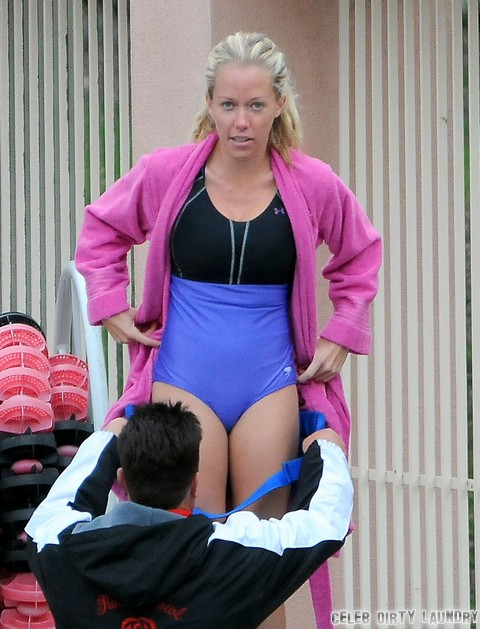 Kendra Wilkinson & Louie Anderson Make A 'Splash'