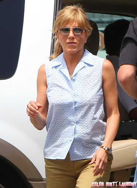 Report: Jennifer Aniston Tells Mom 'Don't Come To Our Wedding!'
