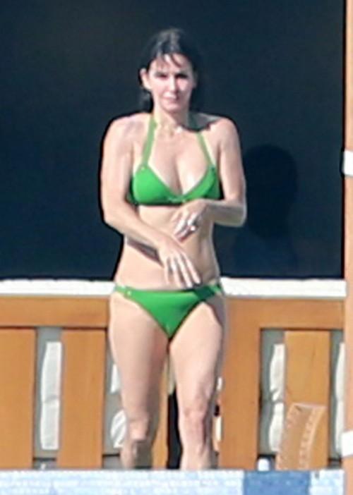 Exclusive Jennifer Aniston Amp Courteney Cox Show Off