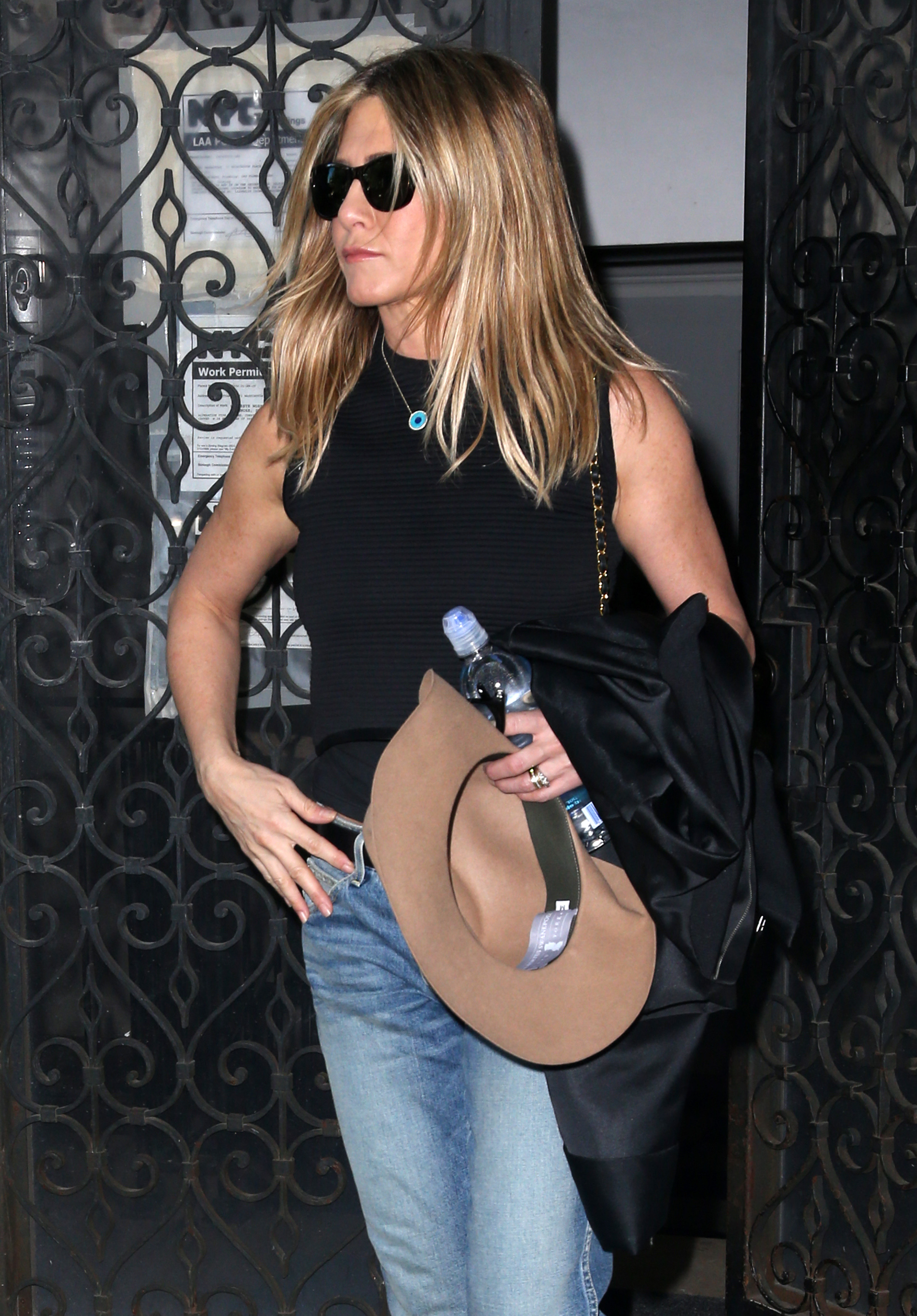 Jennifer Aniston Pushing Justin Theroux To Look More Like Brad Pitt?