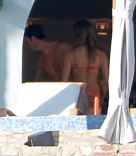 Semi-Exclusive... Jennifer & Justin Relaxing By The Pool On Christmas Eve