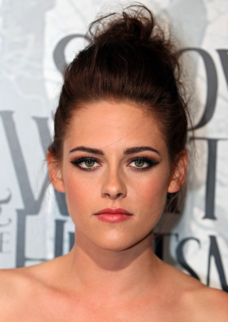 Robert Pattinson Refuses To Speak To Kristen Stewart