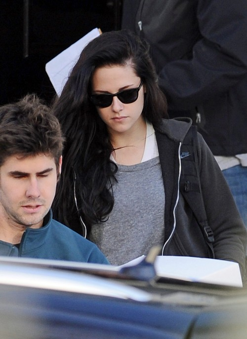 Exclusive... Kristin Stewart Heads Back to the States for Christmas with Family