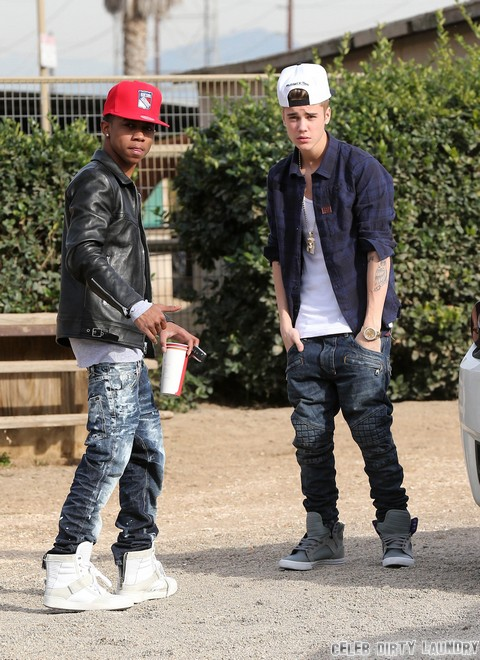 Semi-Exclusive... Justin Bieber Goes for a Horse Ride