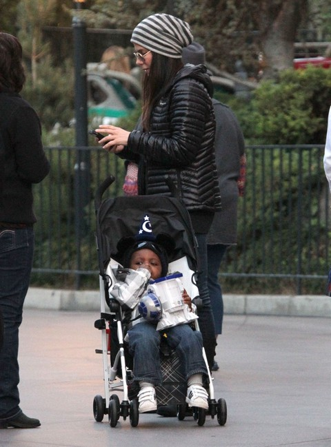 Semi-Exclusive... Sandra Bullock Takes Louis To Disneyland