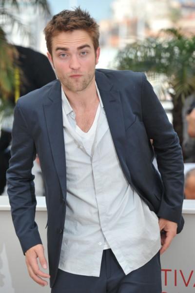 Did Kristen Stewart Drive Robert Pattinson To Scientology? 0802