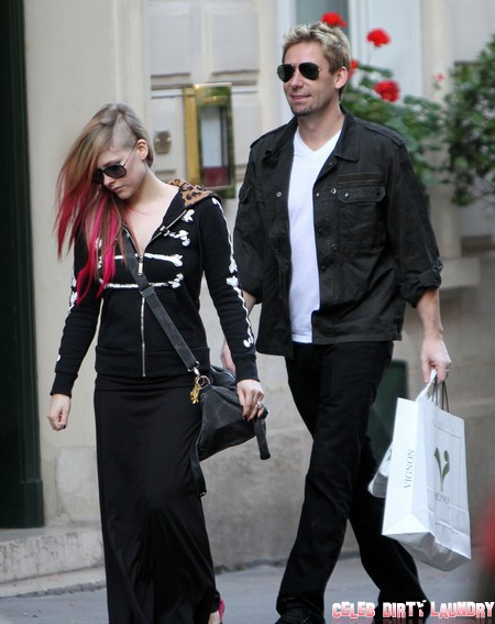 Avril Lavigne Pregnant In Paris With Baby Bump And Fiance Chad Kroeger (Photos)