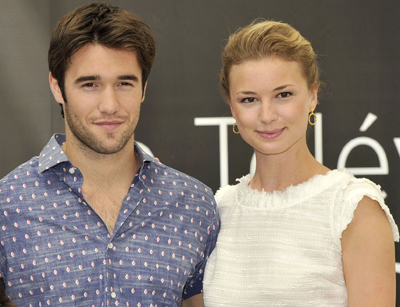 'Revenge' Stars Emily VanCamp And Josh Bowman Make Out In Monaco!