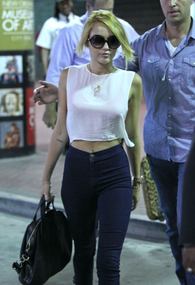 Miley Cyrus Chooses Her Hot Body Over Liam Hemsworth (Photos) 0622