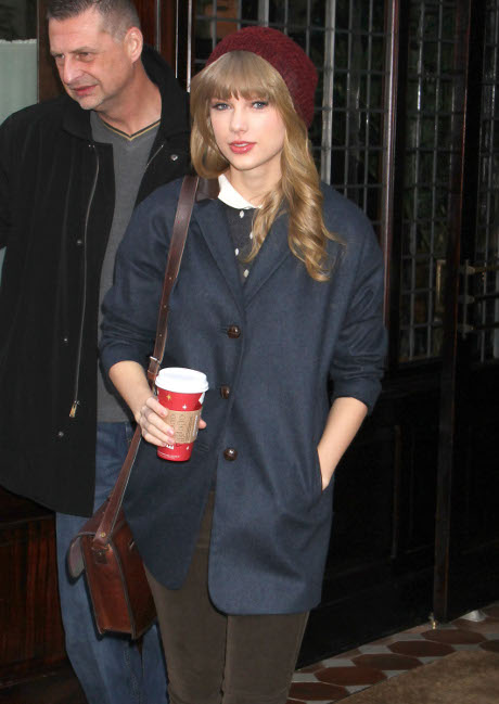 Heartcrusher Taylor Swift and Harry Styles Hold Hands and Hook Up in Hotel Room at 4AM (Photos)