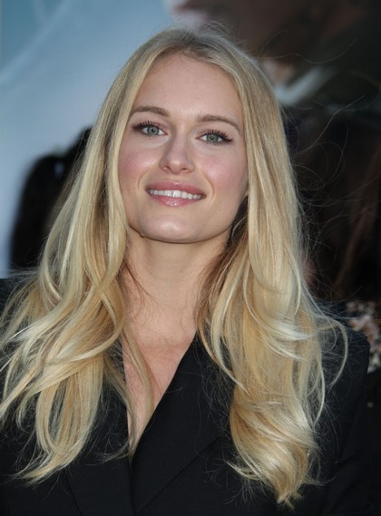 Robert Pattinson Caught Flirting With Leven Rambin - Turned On By Her Smell