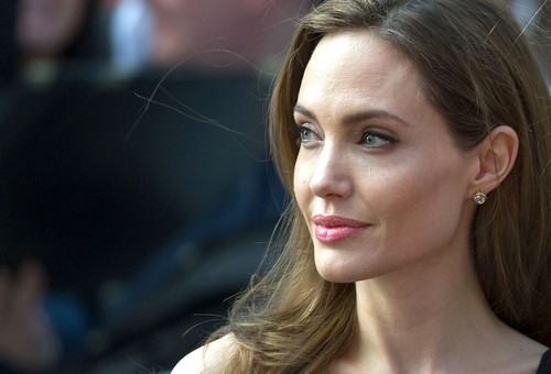 Angelina Jolie Named The Modern Beauty Icon Who Could Rival Marilyn Monroe #Theraderm #Giveaway
