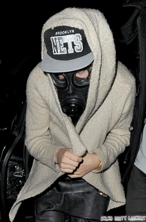 Justin Bieber Prays To God and Gas Masks As He Goes Insane - But Selena Gomez Is An Atheist (PHOTOS)