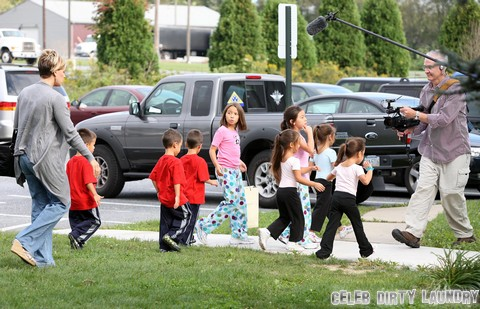 Kate Gosselin Spending The Day With The Kids (No France, No Germany, No OZ/NZ)