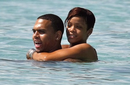 "Rihanna And Chris Brown Are ""Perfect Couple"" Says Rihanna's Dad 0703"