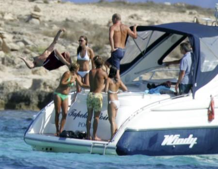 Kate Middleton And Prince William Honeymoon Photos Leaked, Couple Furious! (Photos) 0711