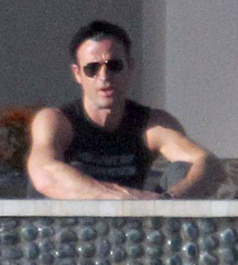 Semi-Exclusive... Jennifer Aniston And Justin Theroux Hanging Out Poolside in Cabo