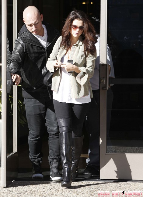 Selena Gomez Visits a Medical Building