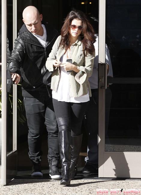 Selena Gomez Visits a Medical Building